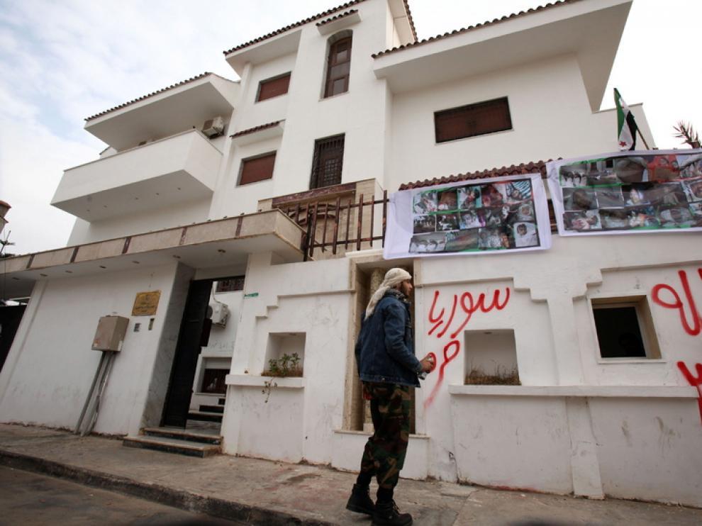 La embajada siria en Trípoli también ha sido atacada