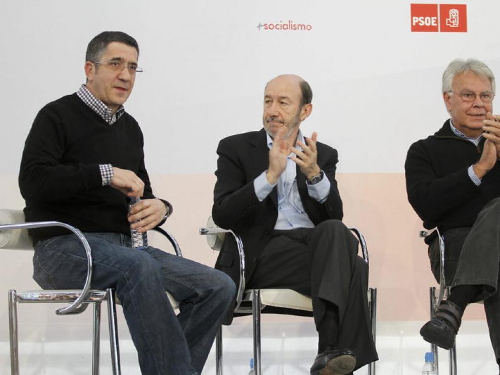Patxi López con Alfredo Pérez Rubalcaba y Felipe González