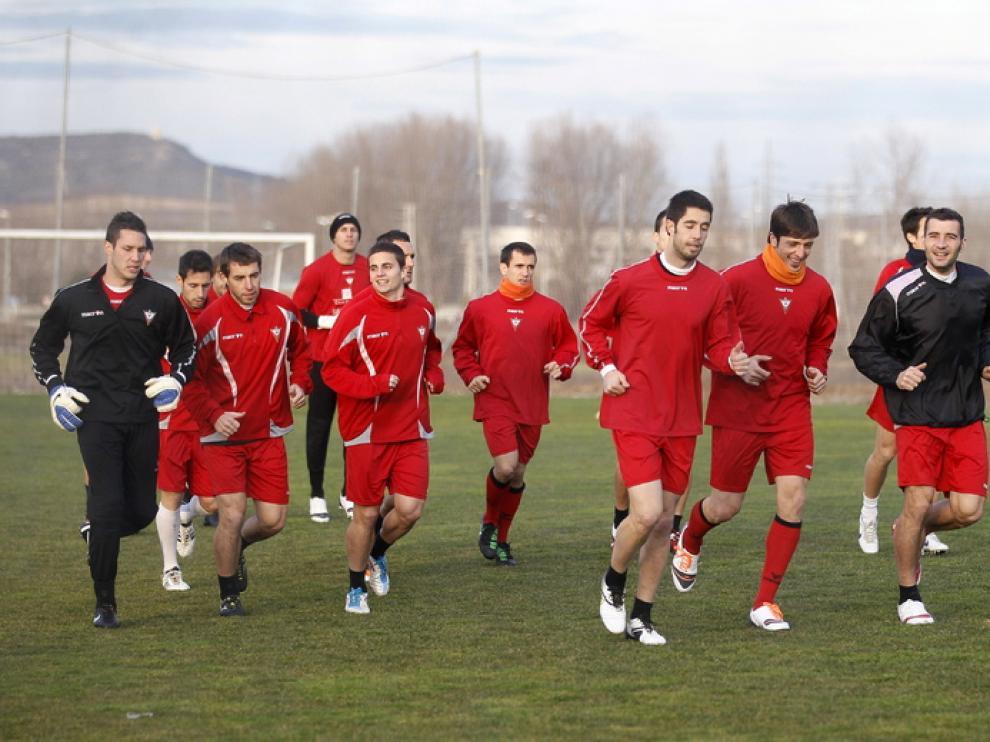 Los jugadores del Mirandés durante un entrenamiento en la víspera del partido contra el Athletic de Bilbao.
