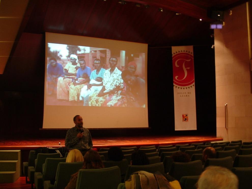 Proyección del documental contra la mutilación genital femenina.