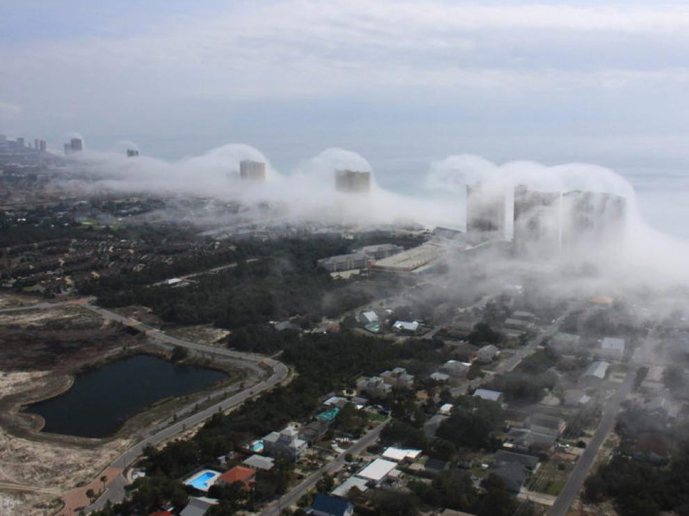 Un 'tsunami' de nubes arrolla los rascacielos de Miami
