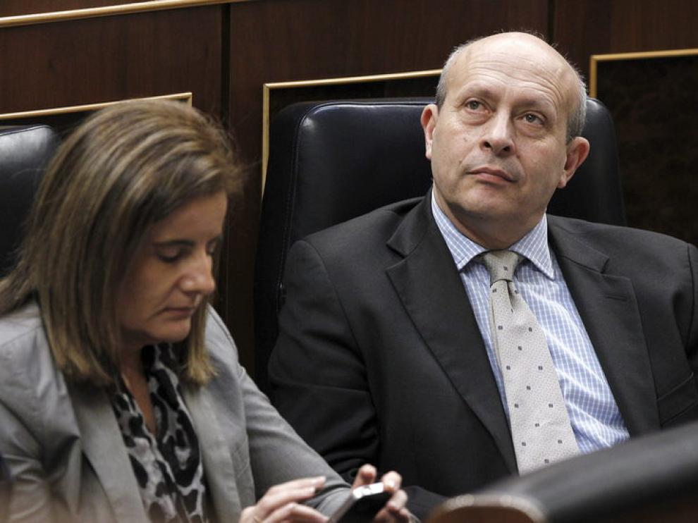 Wert, junto a Fátima Báñez
