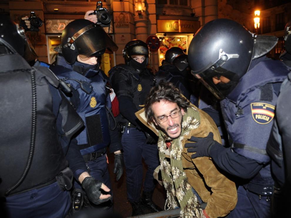 La policía ha cargado contra los manifestantes en Sol
