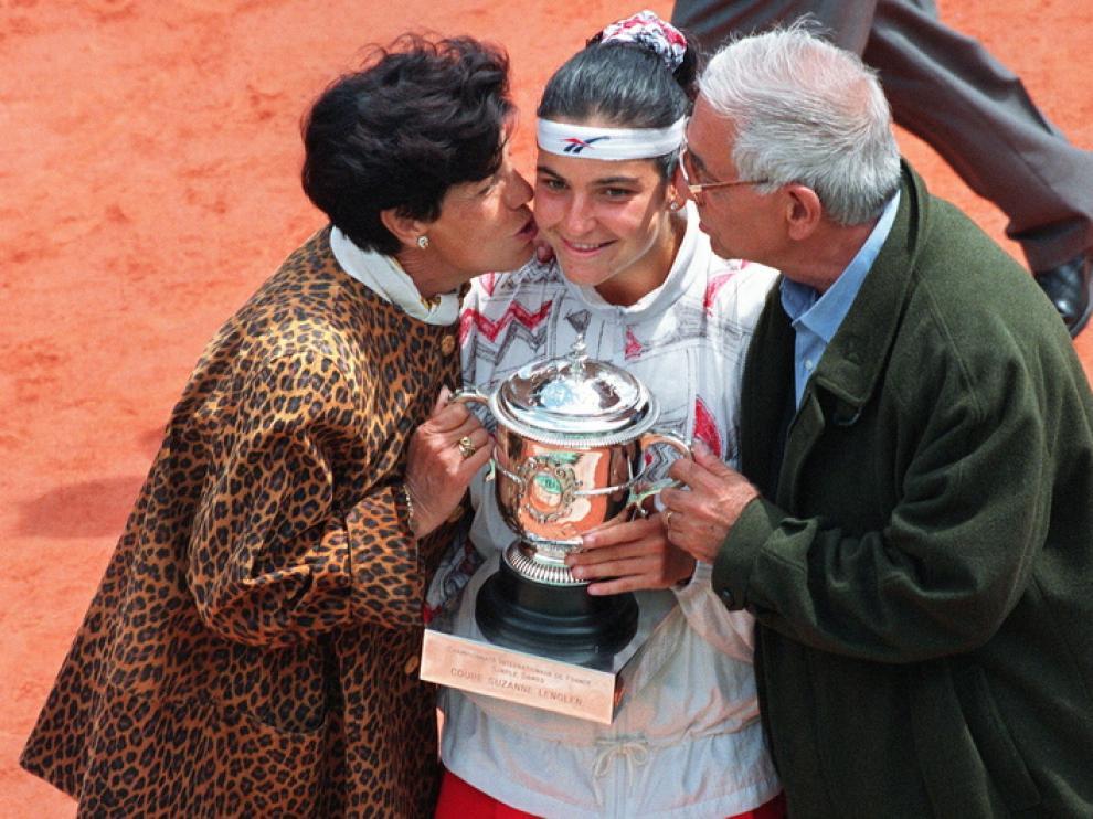 Arantxa Sánchez Vicario, con sus padres
