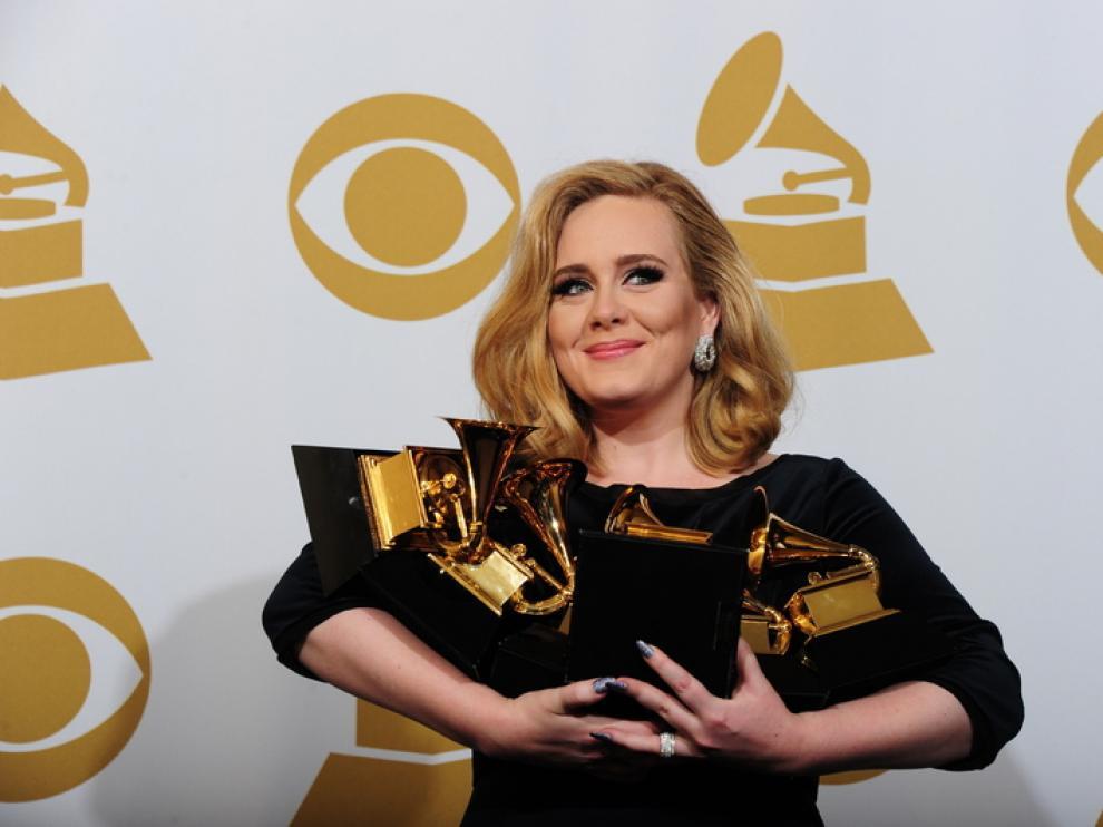 Adele con sus premios
