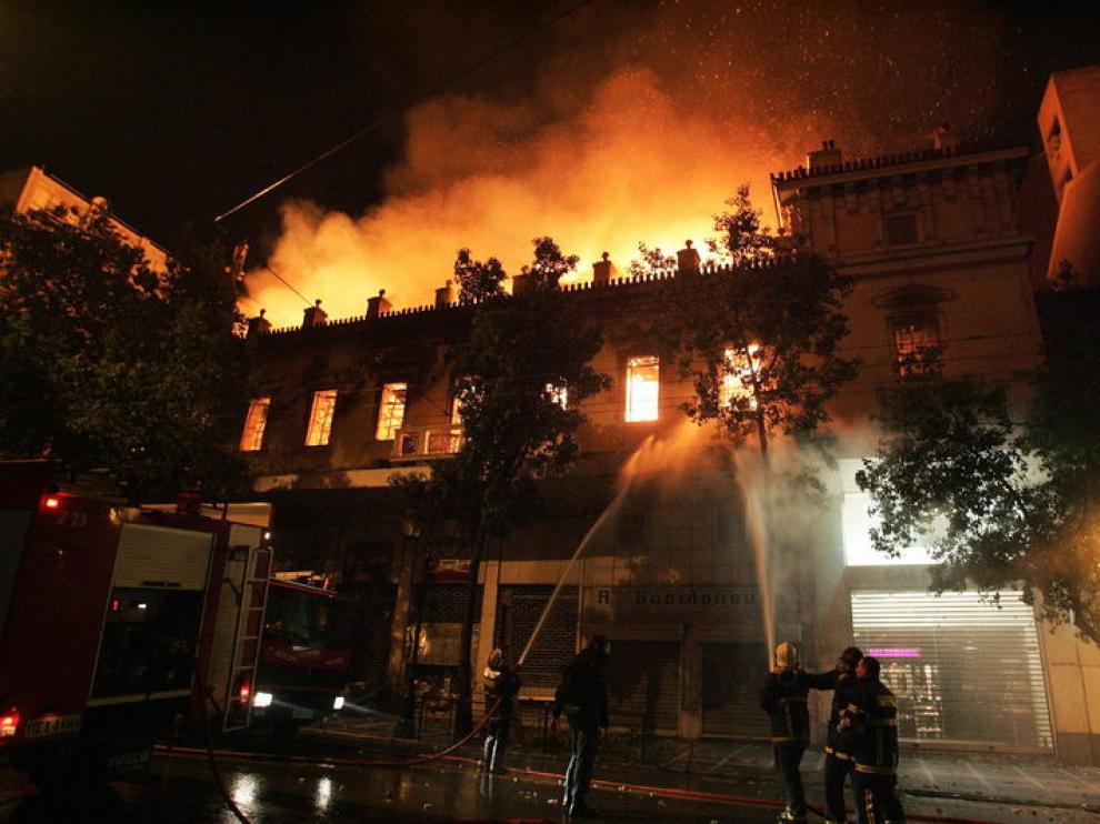 Las protestas y manifestaciones han encarecido el coste de la policía griega