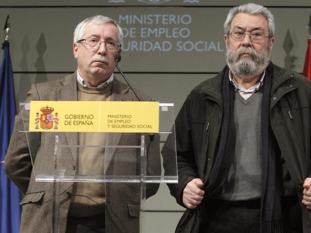 Los secretarios generales de CCOO, Ignacio Fernández Toxo (i), y de UGT, Cándido Méndez