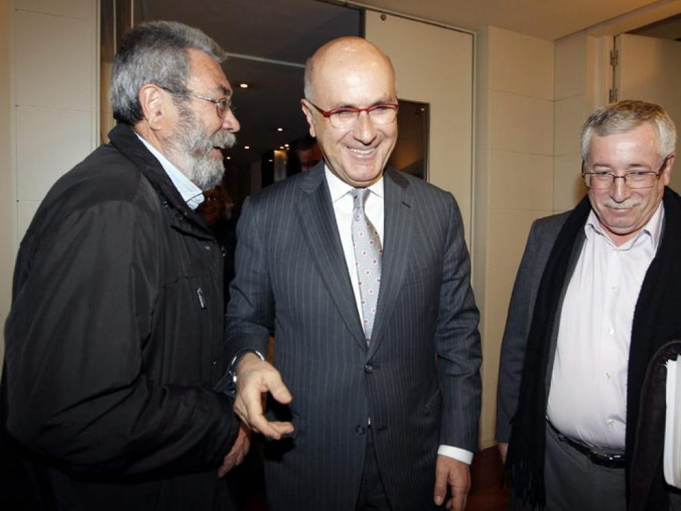 Cándido Méndez e Ignacio Fernández Toxo posan con el portavoz de CiU, Josep Antoni Duran i Lleida.