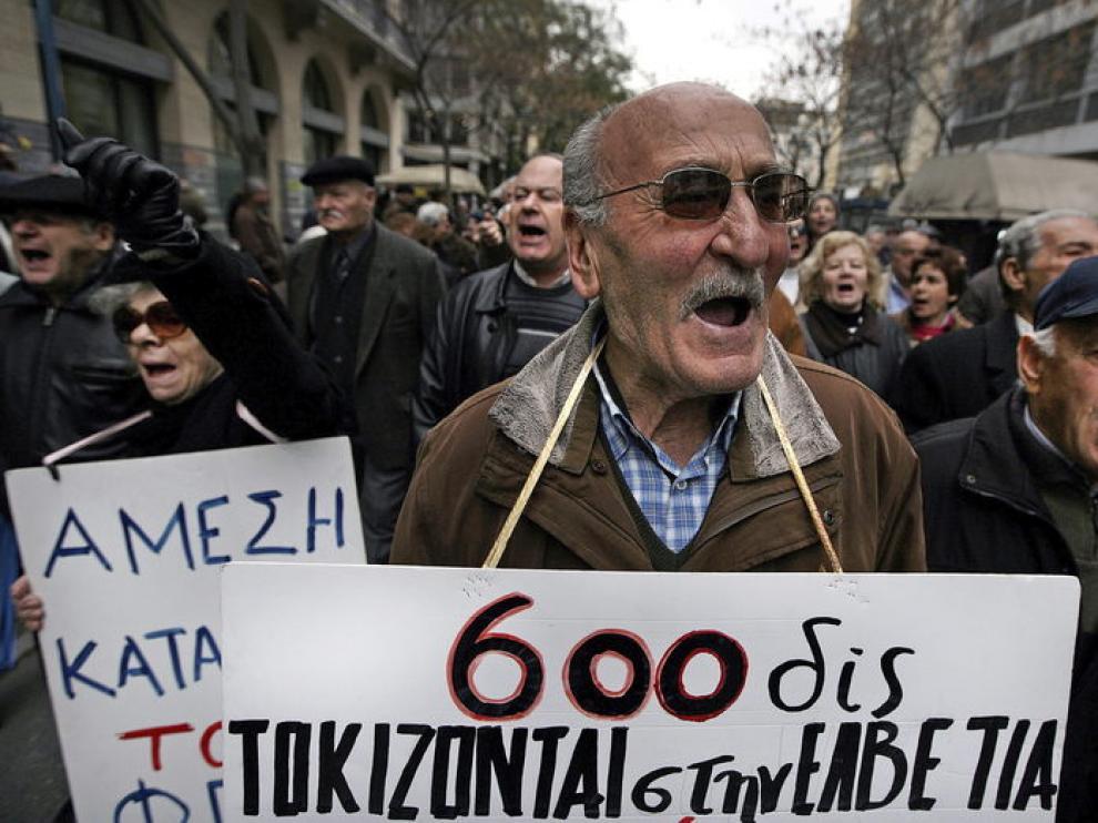 La población se manifiesta en contra de los recortes en Grecia.