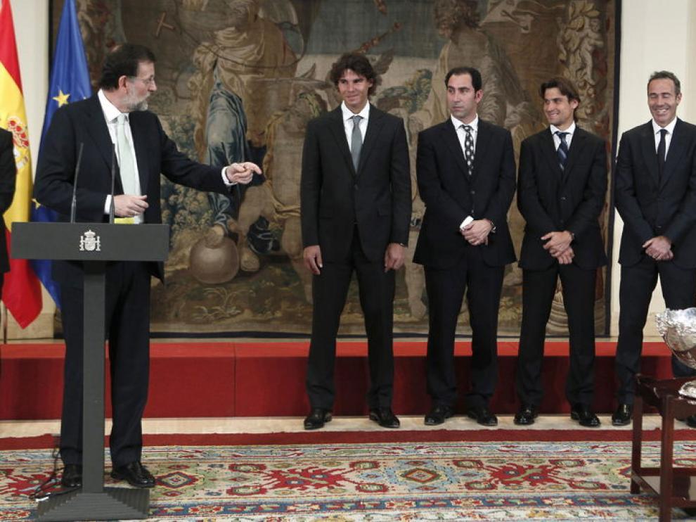 Rajoy, junto al anterior equipo español de Copa Davis