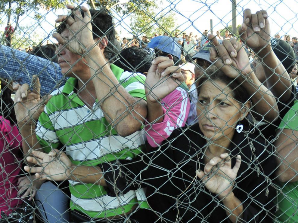 Familiares de las víctimas en la Granja Penal de Comayagua.