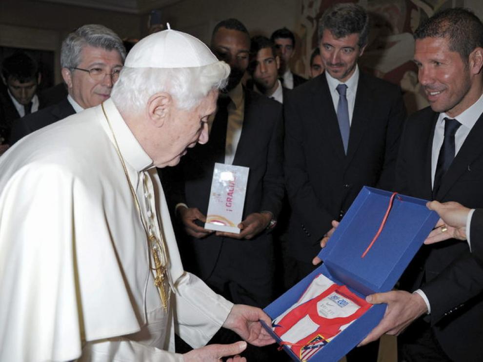 "El Papa junto al ""Cholo"" Simeone"
