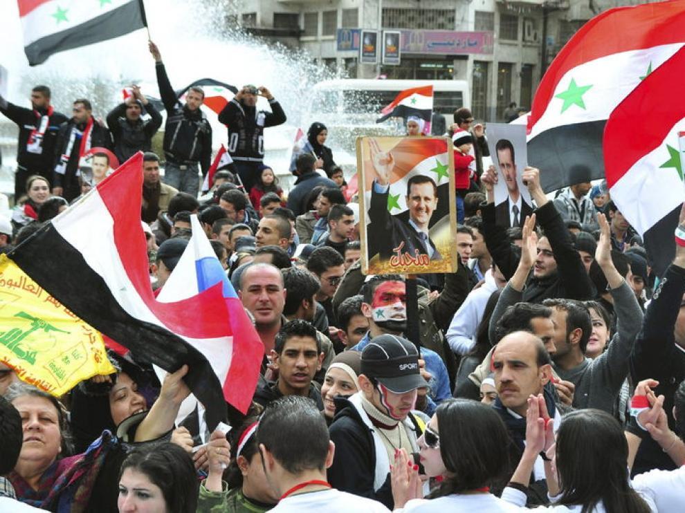 Una multitud pro-gobierno durante una manifestación en apoyo de Bashar al Assad.