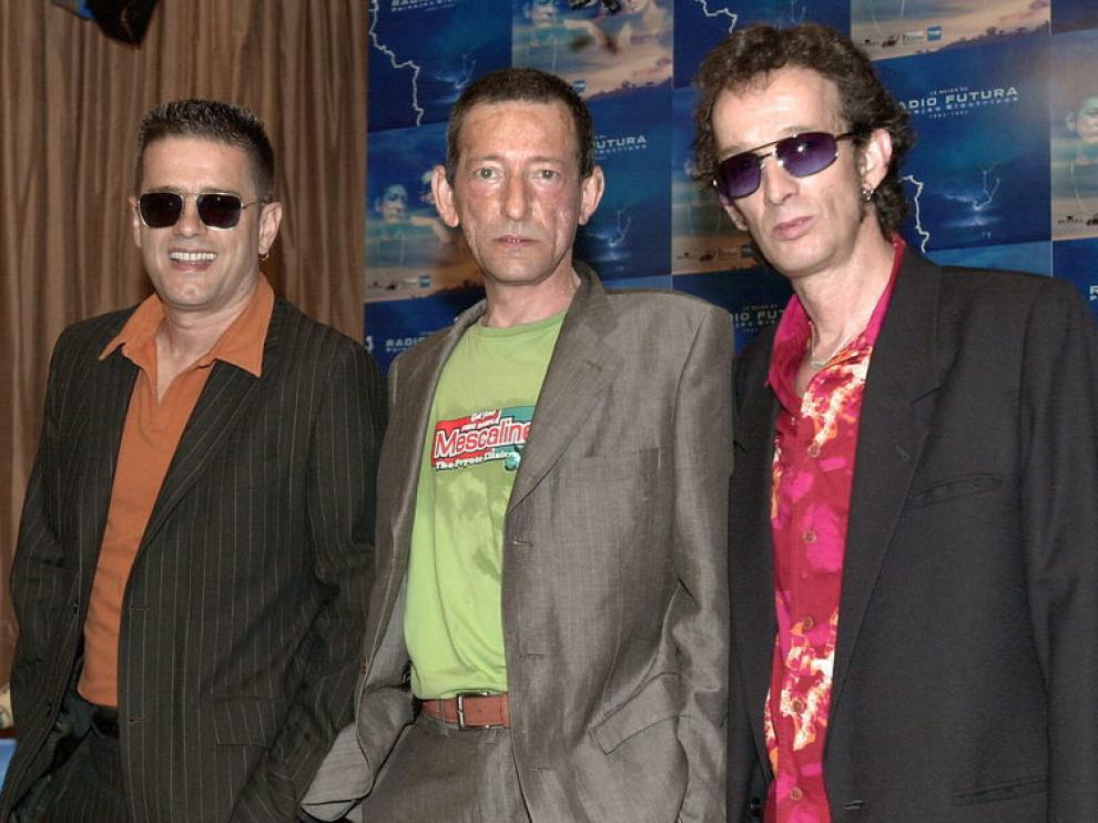 Enrique Sierra, en el centro, con sus compañeros de Radio Futura