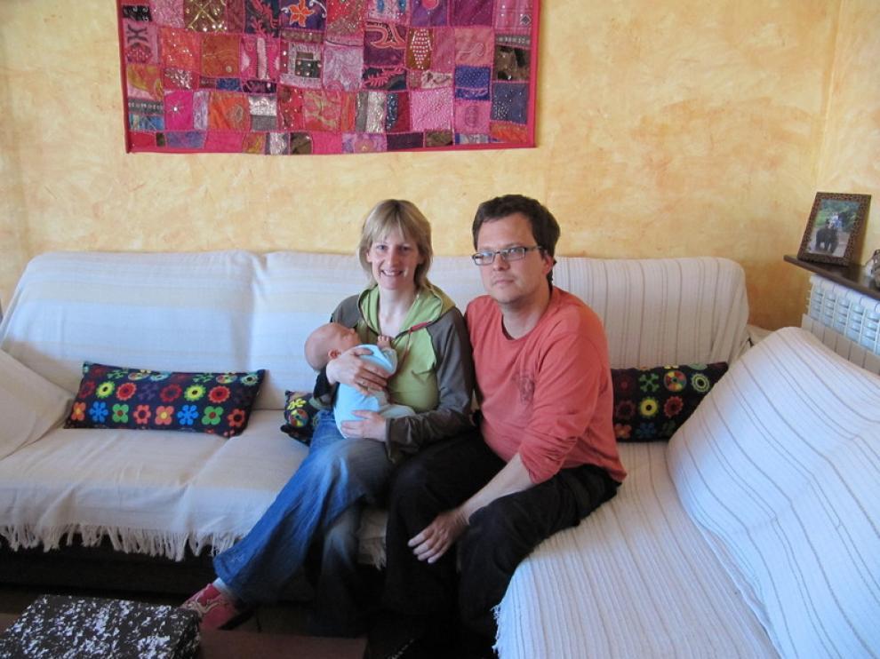 Celeste, Sergio y su hijo Oroel, nacido en casa