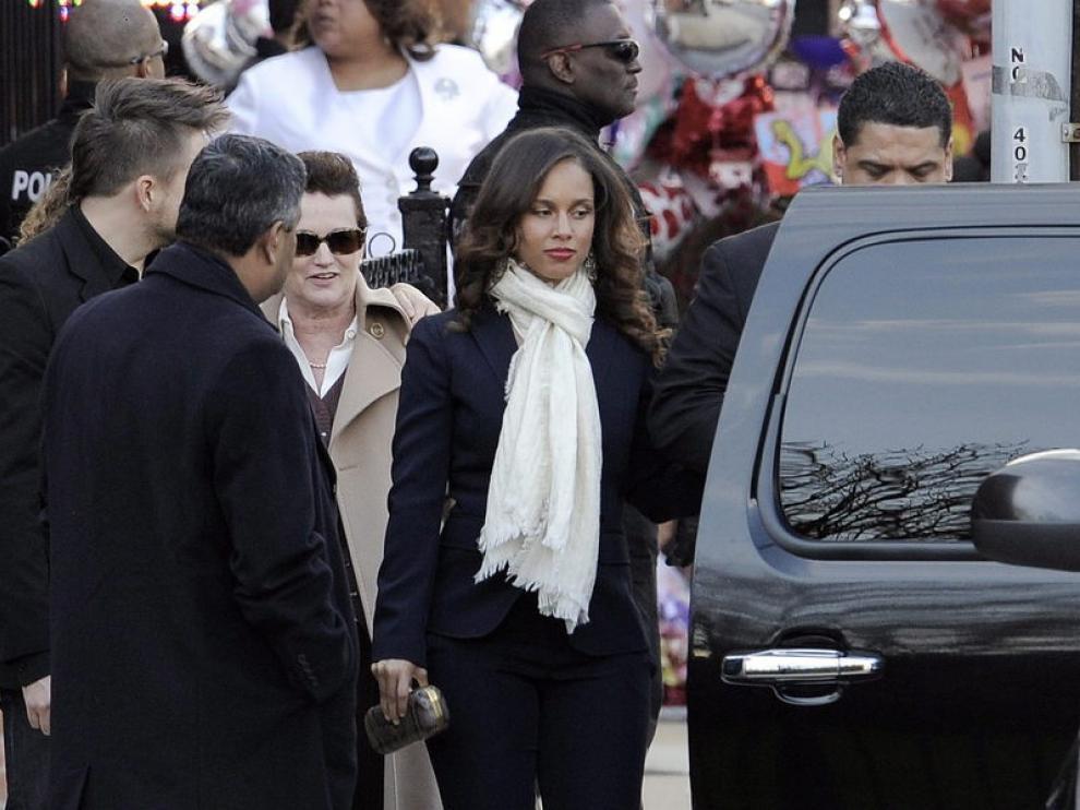 La cantante Alicia Keys asistió al funeral de la también cantante Whitney Houston.
