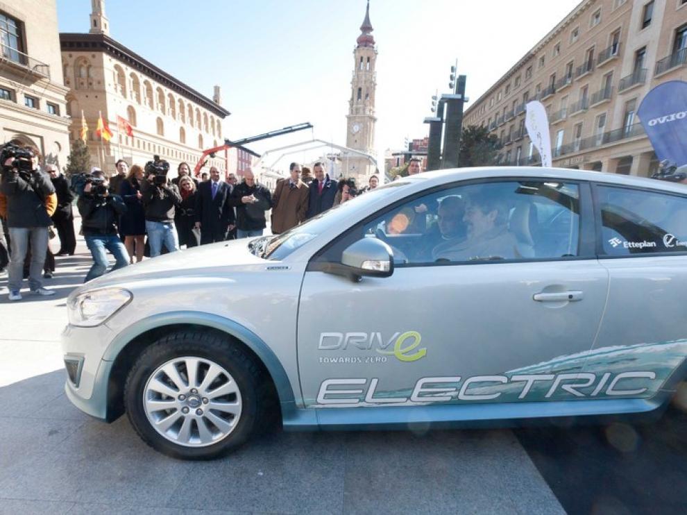 Belloch ha sido el primero en probar los nuevos vehículos de alquiler