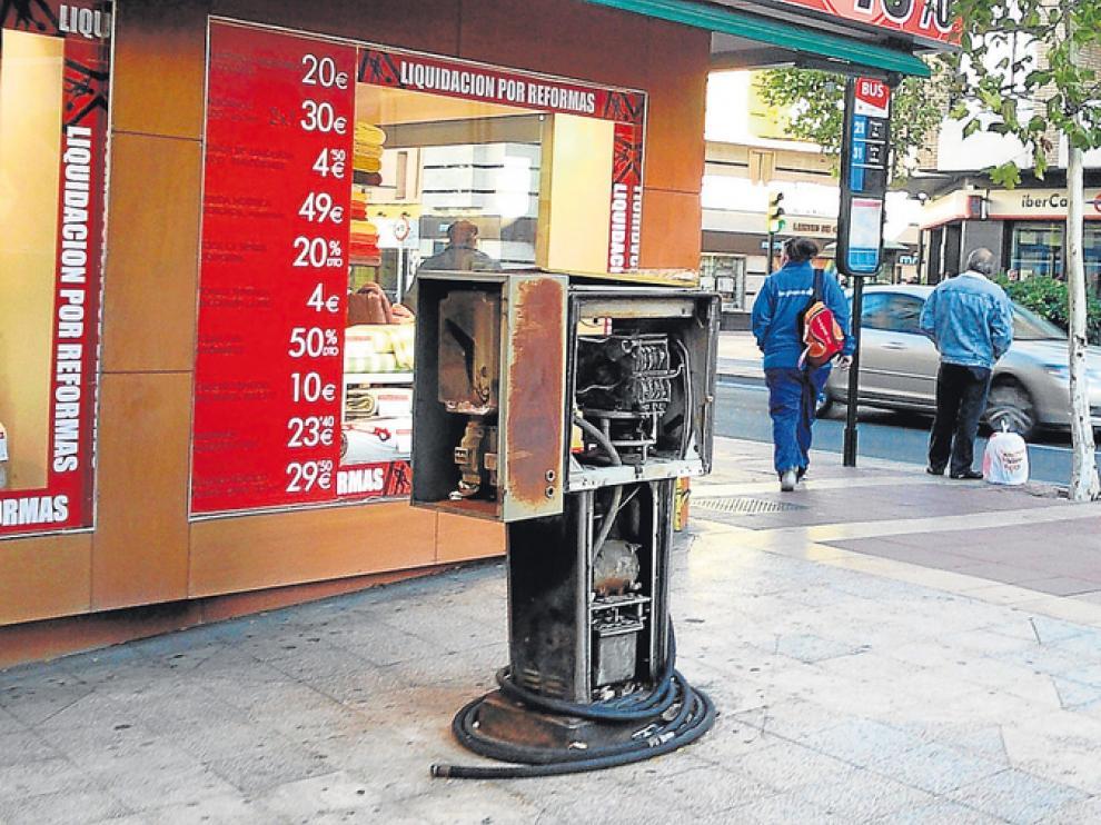 Surtidor de gasolina abandonado en Delicias