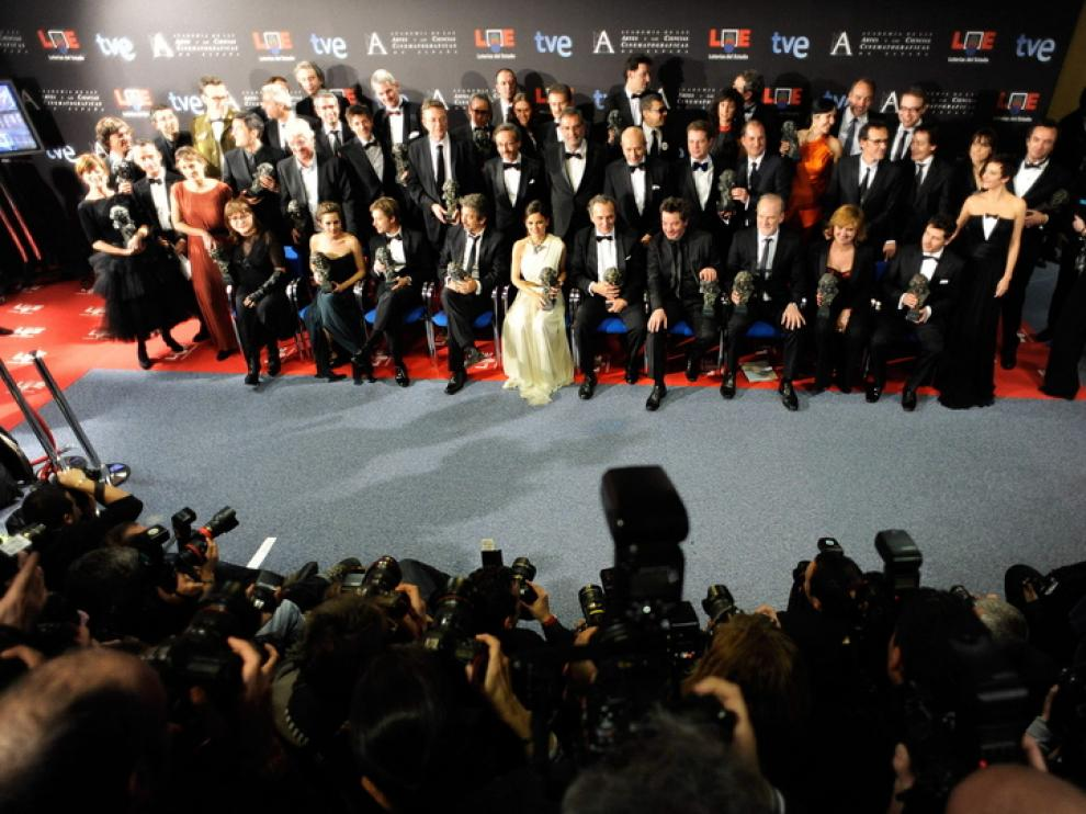 Foto de familia de todos los premiados en los Goya de 2012
