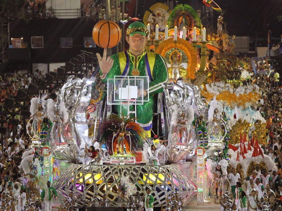 La escuela de samba Grande Rio, desfila en el ultimo día de los desfiles