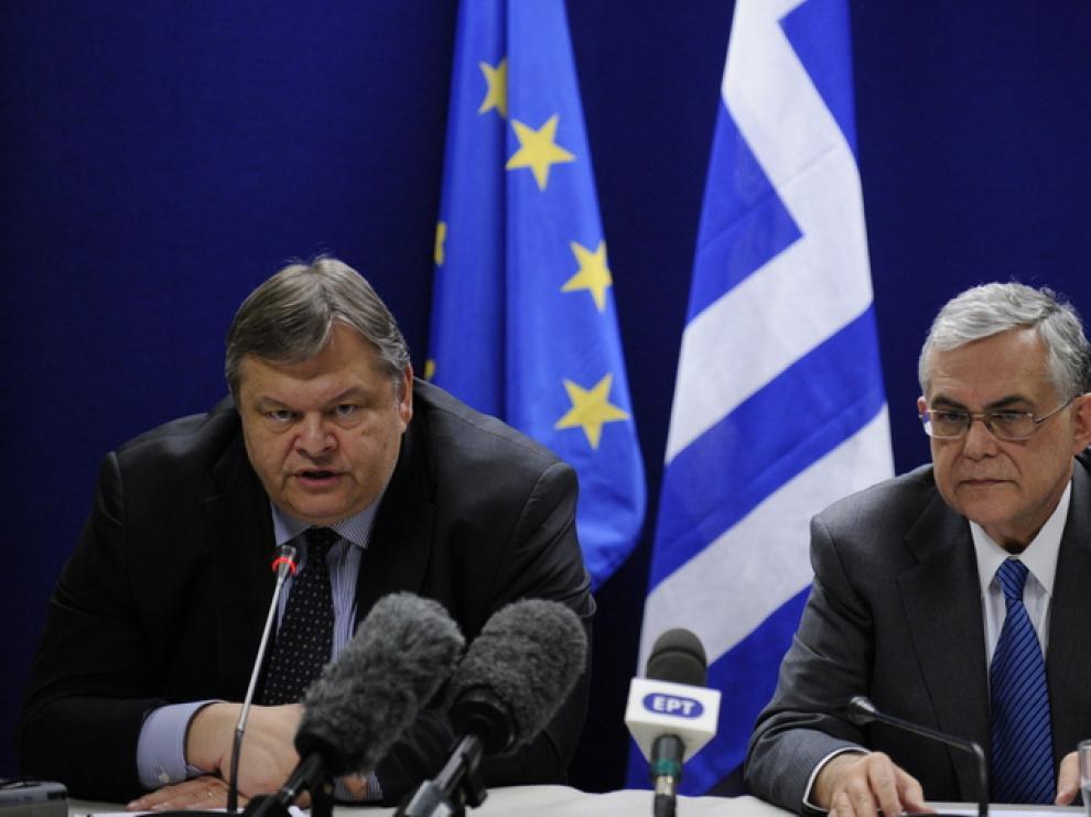 El ministro de Finanzas griego, Evangelos Venizelos, y el primer ministro griego, Lukás Papademos
