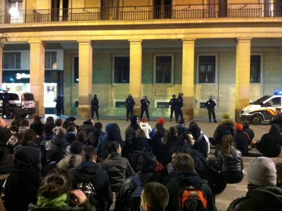 Protesta ante la sede de la Delegación del Gobierno, en Zaragoza