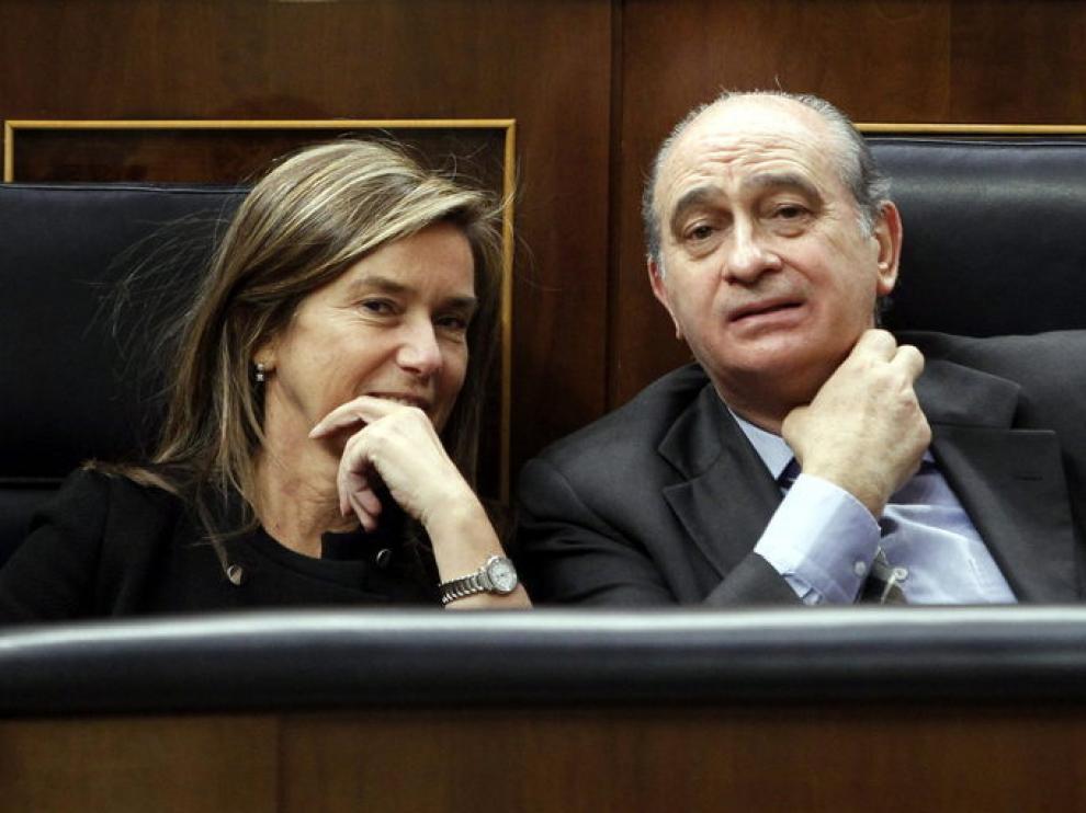 El Ministro de Interior, Jorge Fernández Díaz, conversa con Ana Mato, Ministra de Sanidad.