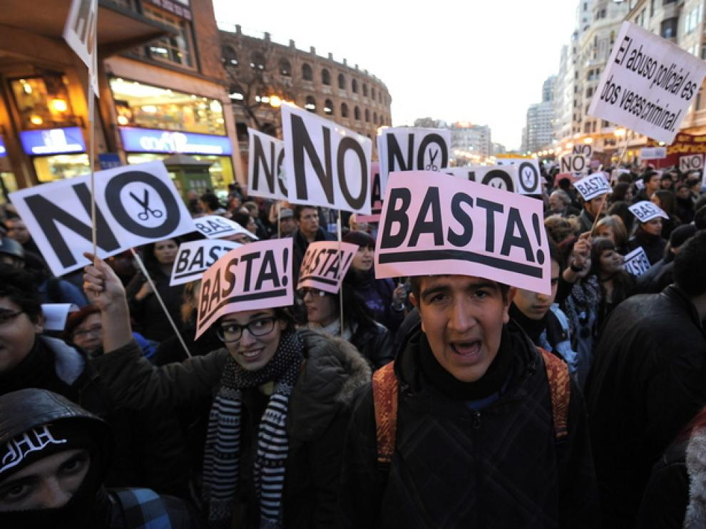 Estudiantes se manifestaban en Valencia contra el abuso policial realizado las jornadas anteriores.