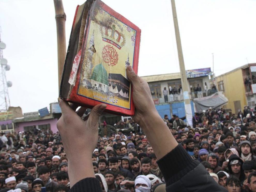 Imagen de una copia del Corán que fue supuestamente quemada por soldados estadounidenses