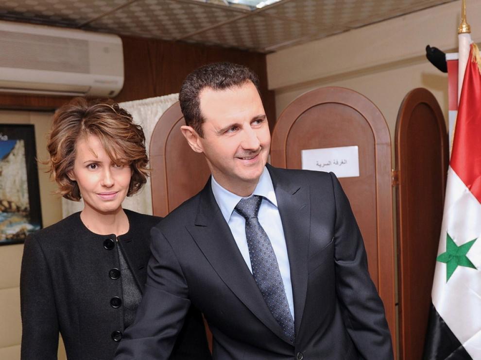 Al Asad acudió a votal junto a su mujer, Asma