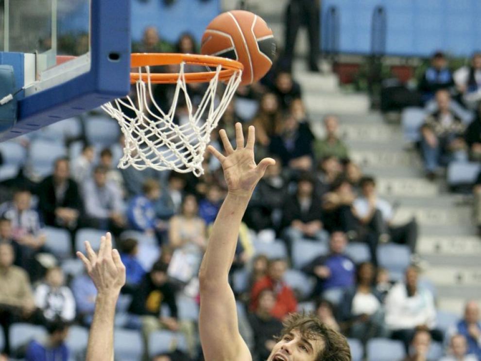 Un momento del partido en San Sebastián