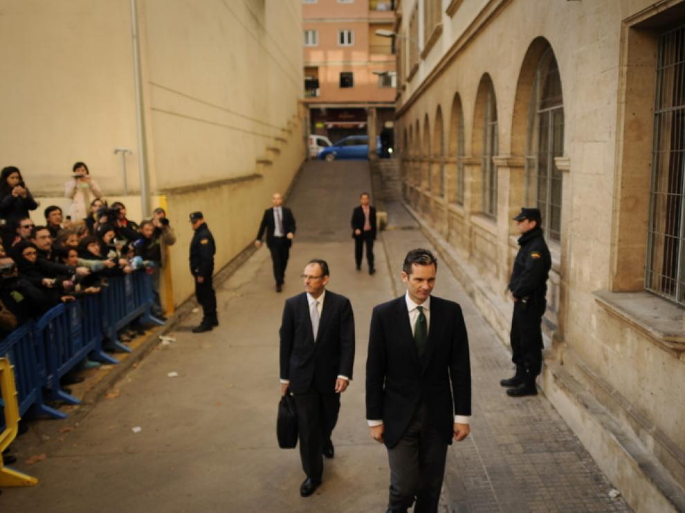 Iñaki Urdangarin, a su llegada al juzgado con su abogado