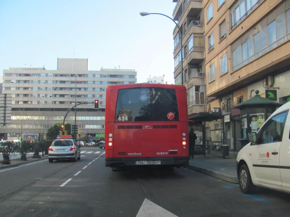 La línea 22, en la parada de la plaza de Roma
