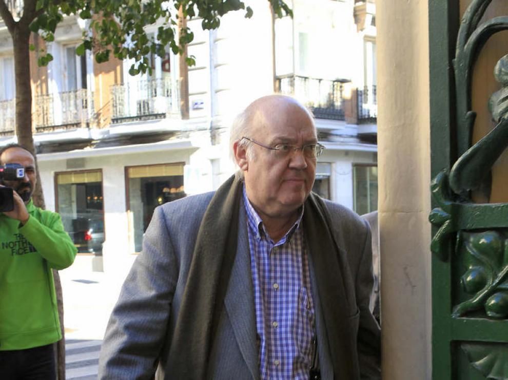 El director de cine, José Luis Cuerda, llega a la sede de la SGAE para asistir a la reunión de la junta directiva.