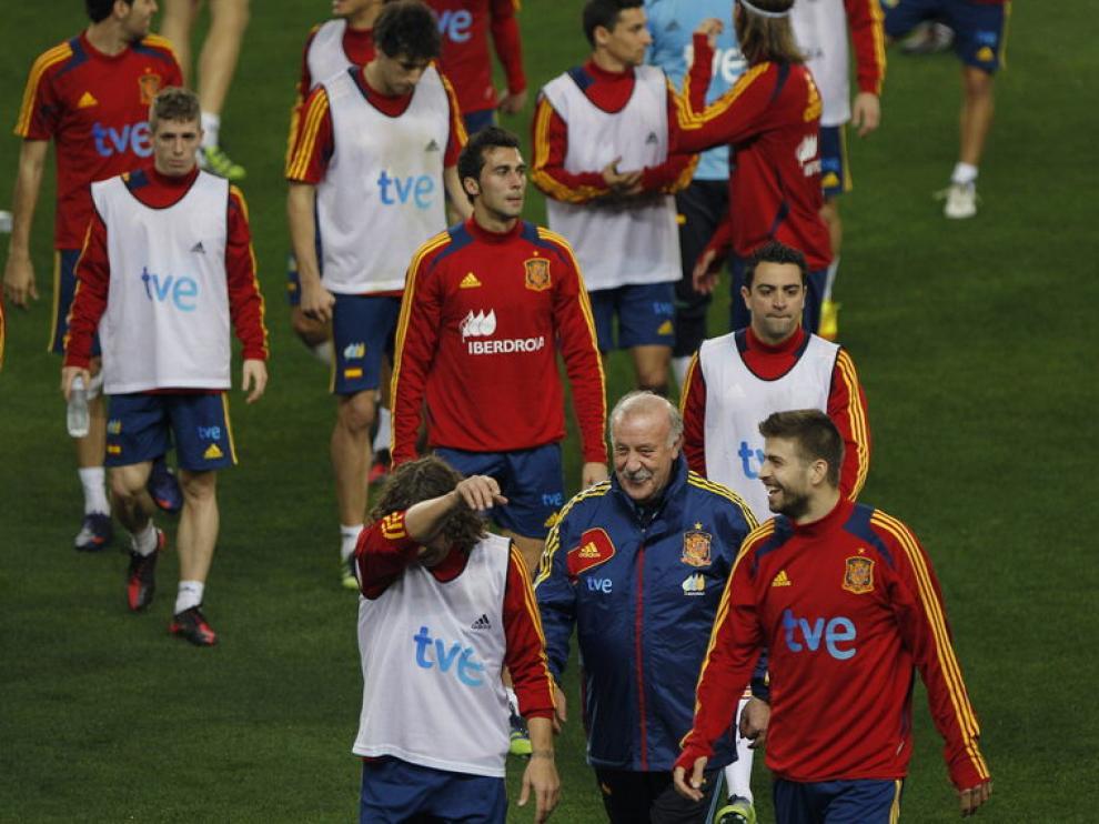 Vicente del Bosque, junto a sus jugadores en la Rosaleda