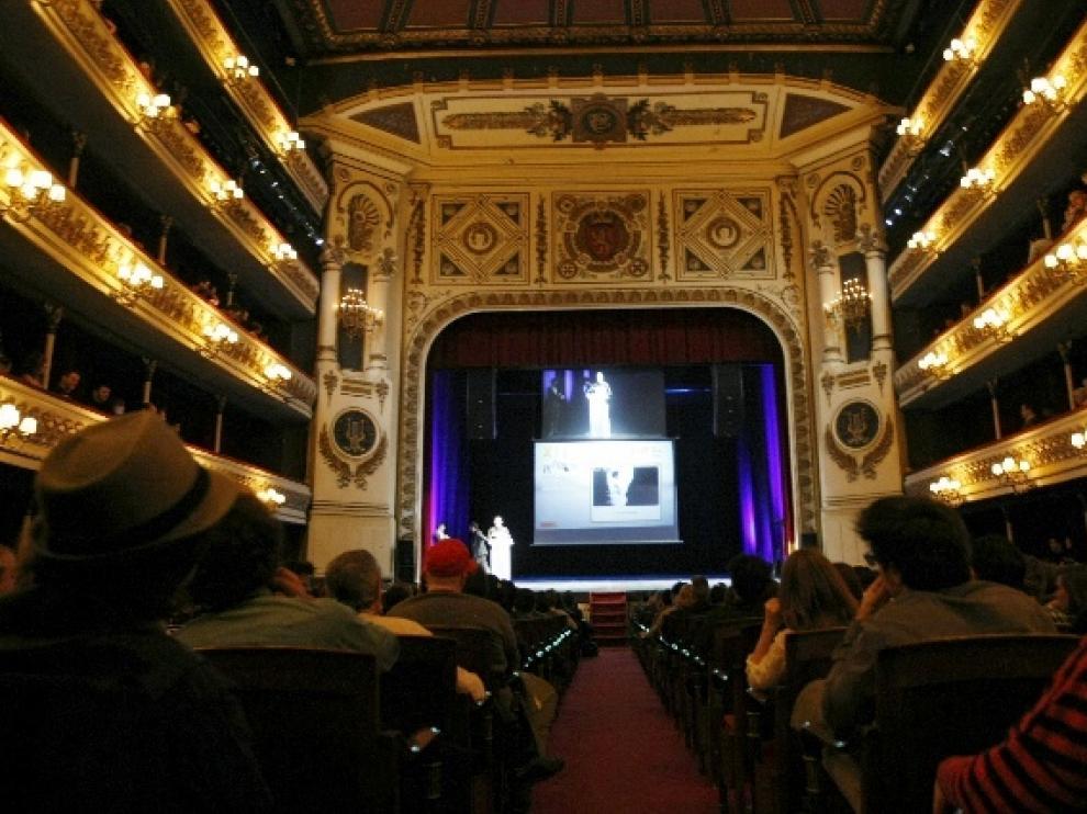 Grupos y artistas asistentes a la XIII edición de los Premios de la Música Aragonesa en el Teatro Principal