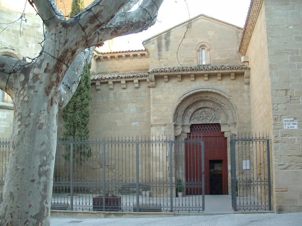 El itinerario patrimonial incluye la plaza de San Pedro, en cuya iglesia se encuentra el sepulcro de Ramiro El Monje