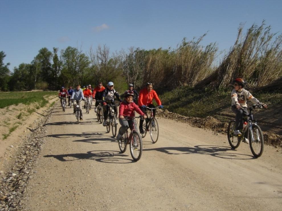 Paseo en bici junto al Ebro en Zaragoza