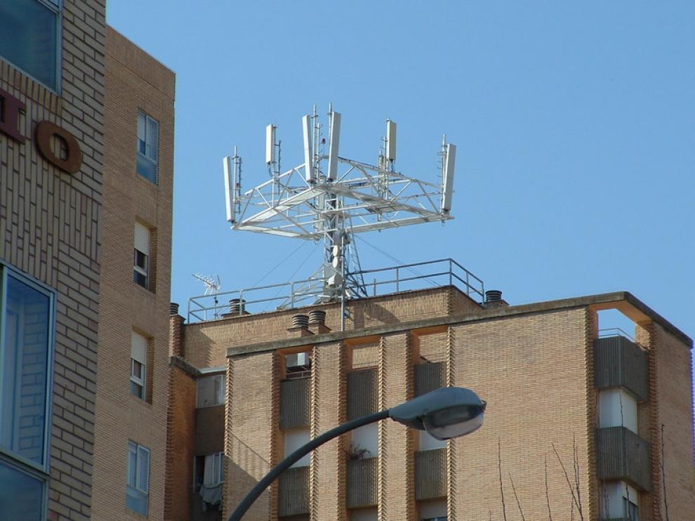 Una de las antenas de telefonía móvil que hay en Huesca
