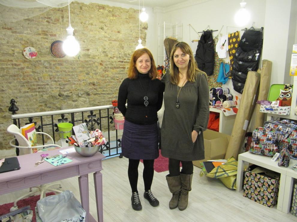 Eva y Noemí, en la tienda de Teoyleo