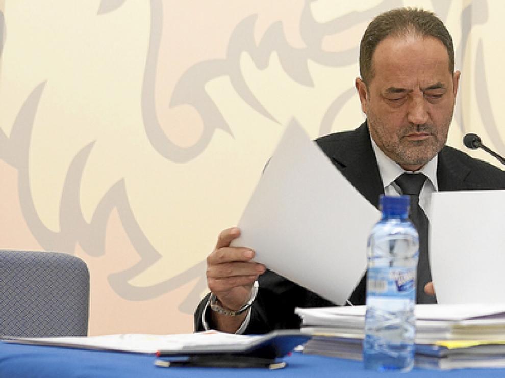 Agapito Iglesias, accionista mayoritario del Real Zaragoza, junto a Javier Porquera, consejero, en fotografía de archivo.
