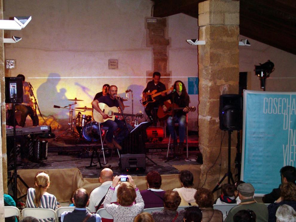 El cantautor oscense Ricardo Constante fue el encargado de clausurar el festival en Loporzano.