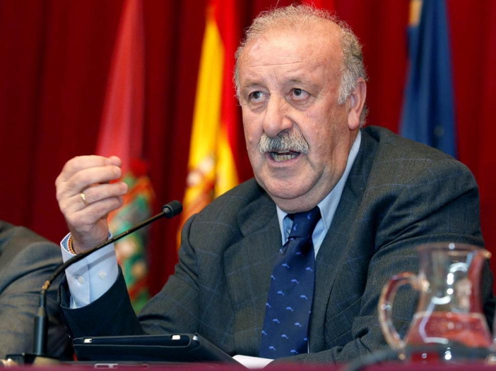 Vicente del Bosque durante la conferencia ofrecida en la Universidad de Burgos.