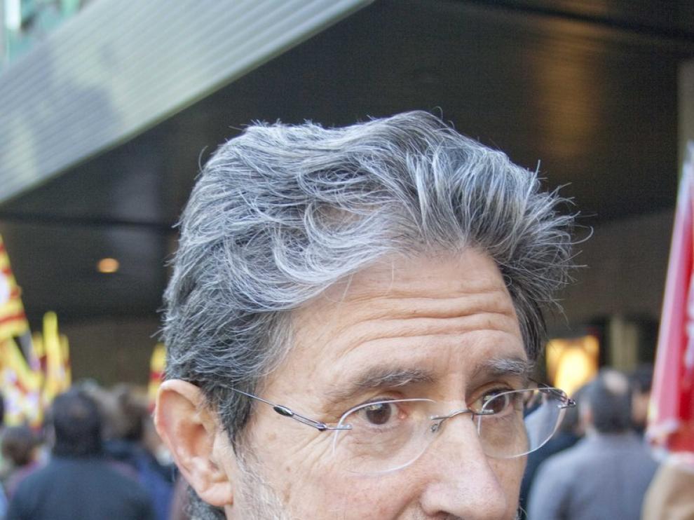 Adolfo Barrena frente a las puertas del Corte Inglés de Sagasta