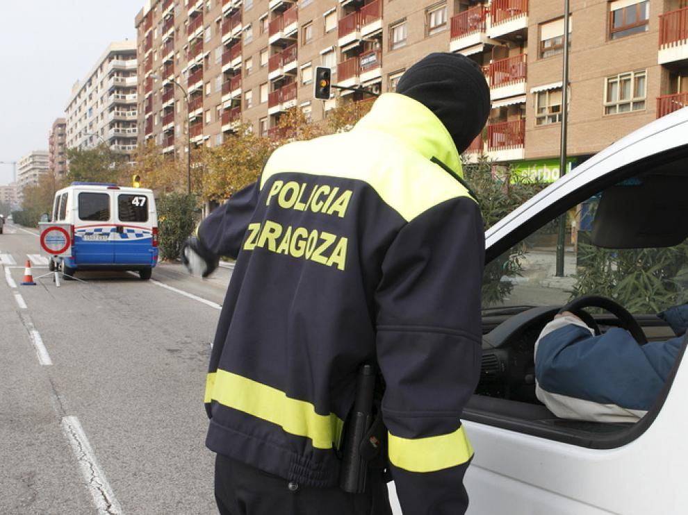 La Policía Local ha intensificado los controles para advertir de las distracciones al volante