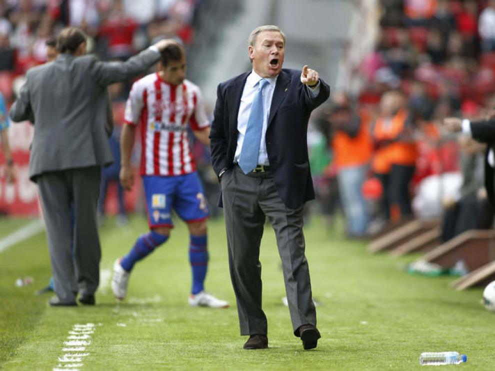 Javier Clemente dirige al Sporting