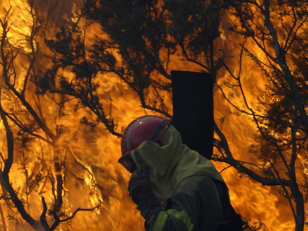 Labores de extinción del fuego en Las Fragas