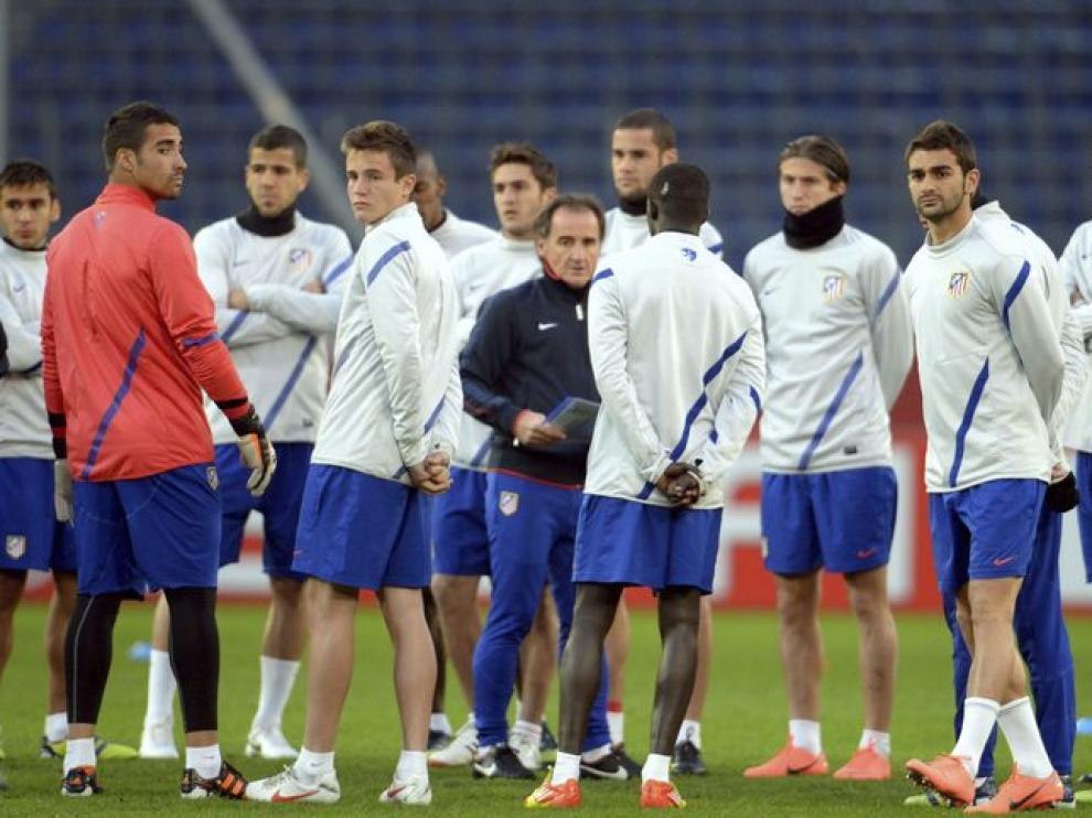 Los jugadores del Atlético de Madrid durante su sesión de entrenamiento en Hannover.
