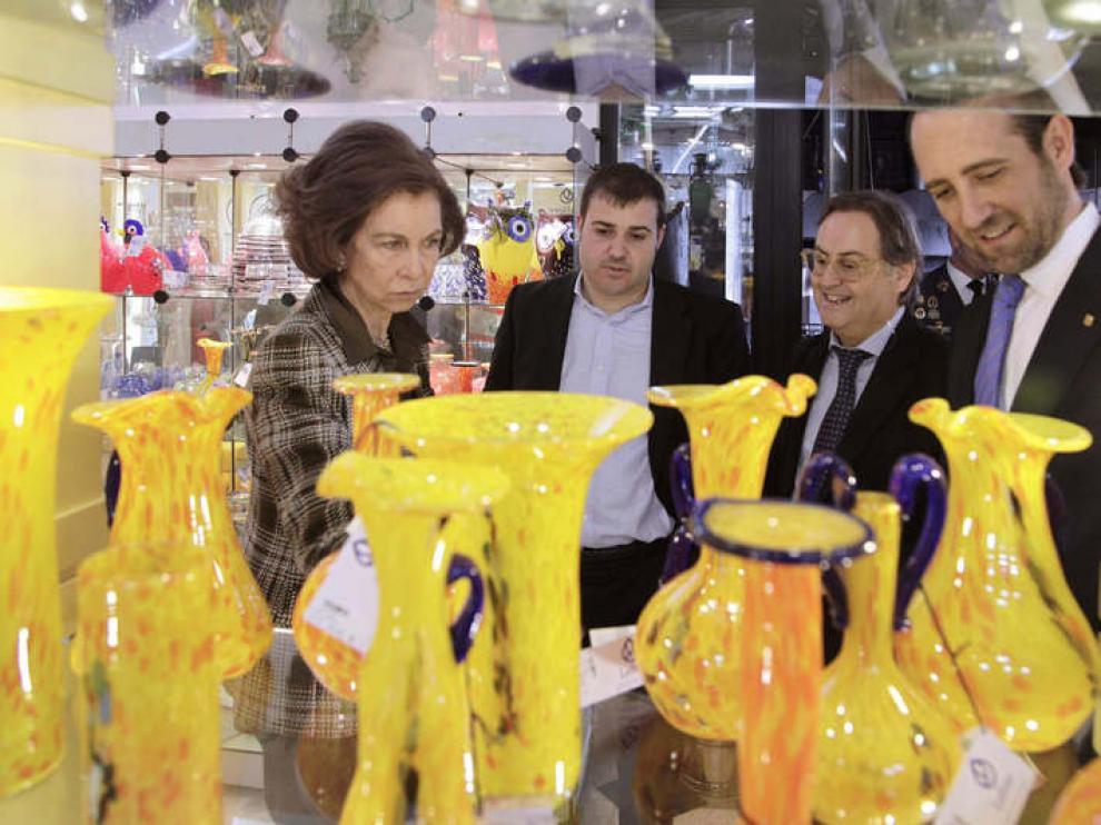 La Reina ha visitado una empresa de artesanía en Mallorca