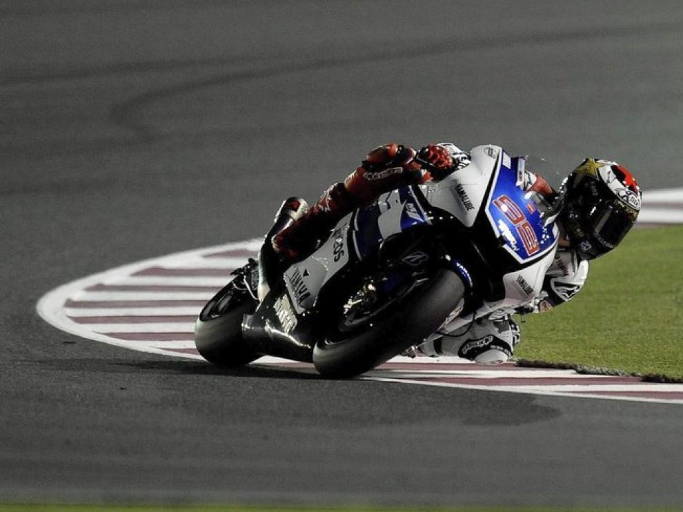 Lorenzo pilotando su moto en entrenamientos